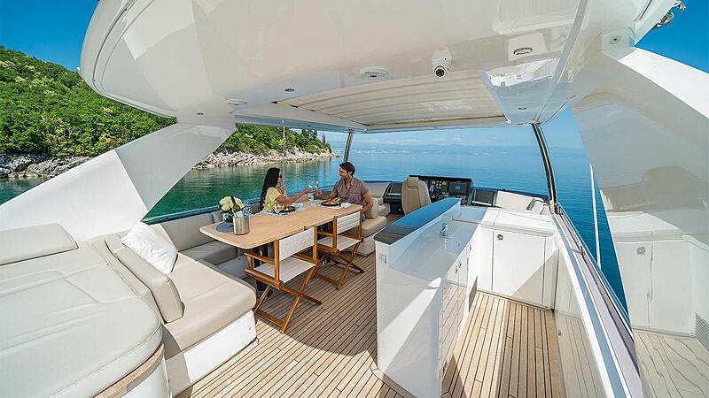 Larimar II yacht deck