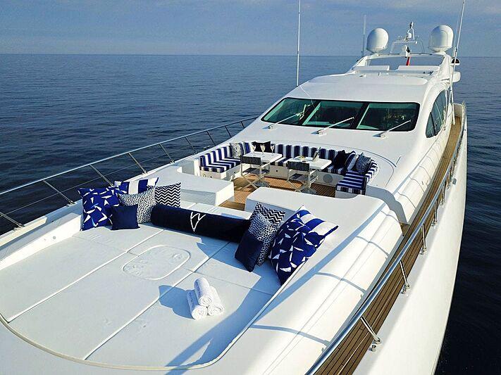 Veni Vidi Vici yacht sun deck