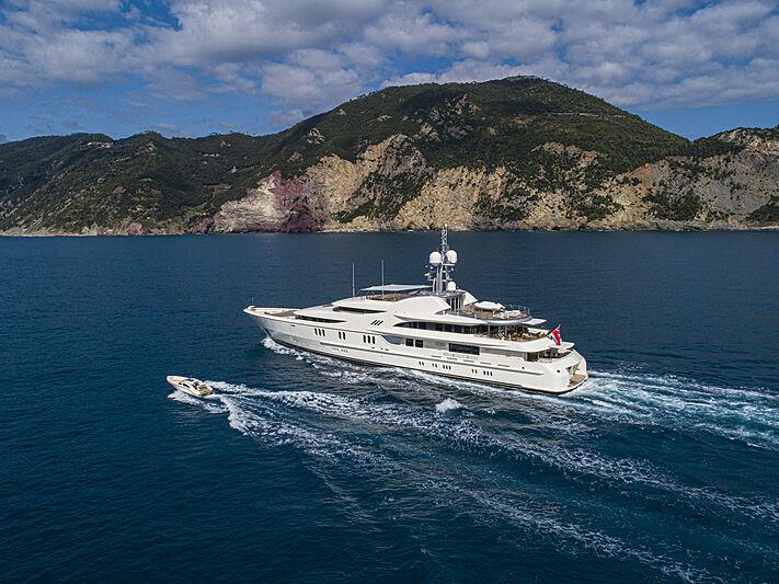 Anna I yacht cruising