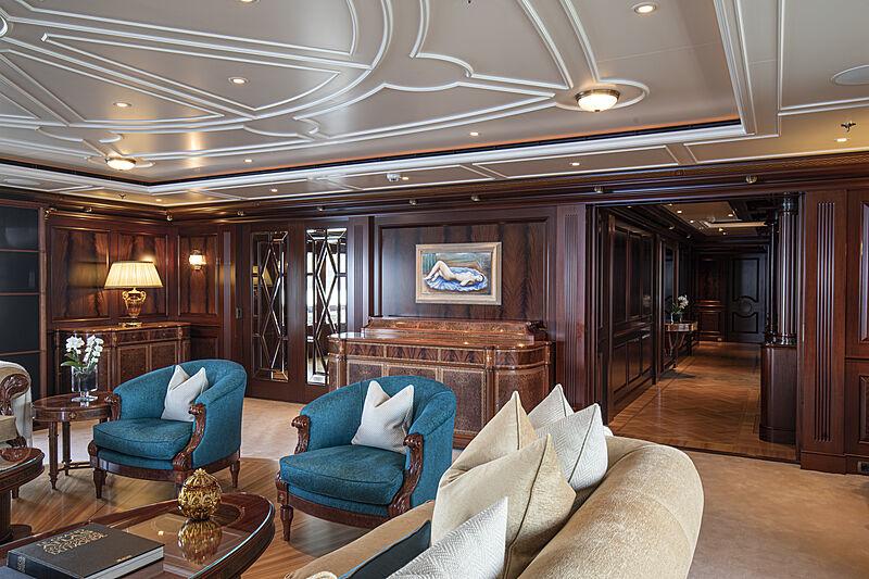 Anna I yacht saloon