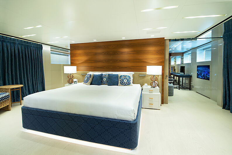 Asteri yacht stateroom