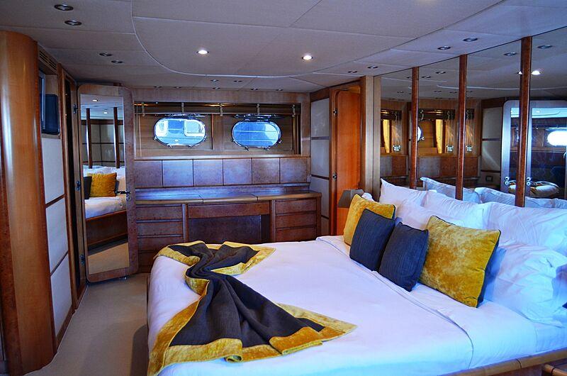 Dear Henri yacht stateroom