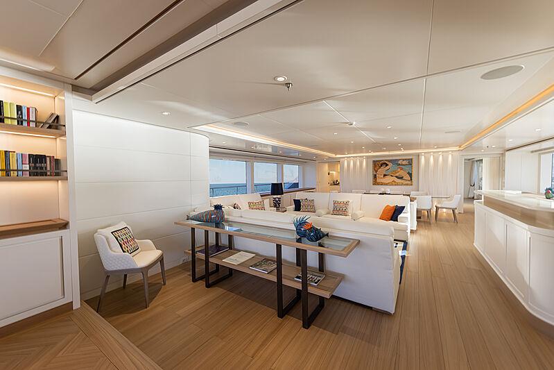 Framura yacht saloon