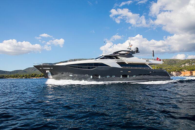 Campo Verde yacht cruising