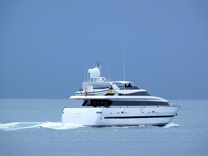 Albat yacht leaving Antibes