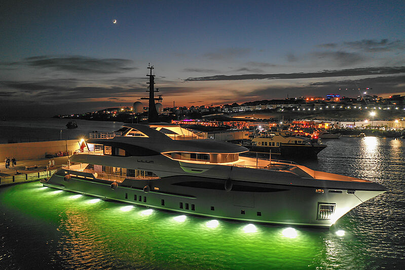 48m Bilgin yacht Lilium at night