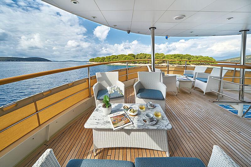 La Perla yacht deck