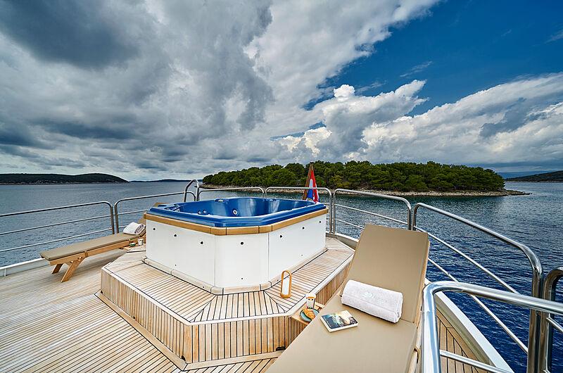La Perla yacht sundeck