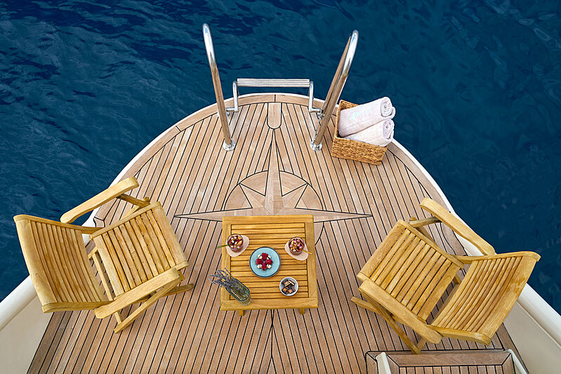 La Perla yacht beach club