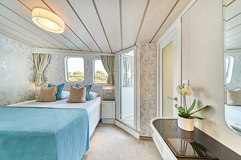 La Perla yacht interior