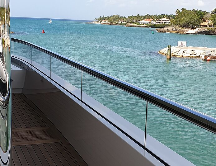 Superyacht glass railings
