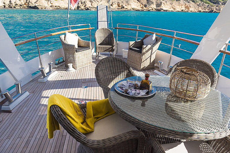 Black Pepper yacht aft deck