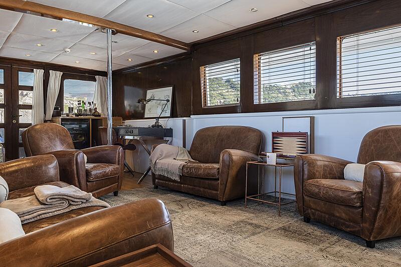 Black Pepper yacht saloon