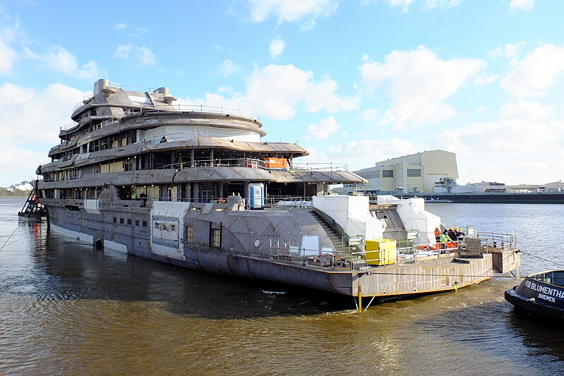 140m+ L眉rssen superyacht project under construction