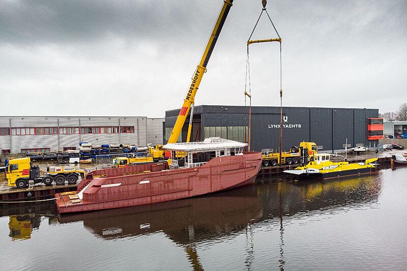 Lynx 27M Crossover yacht in build in Nijkerk