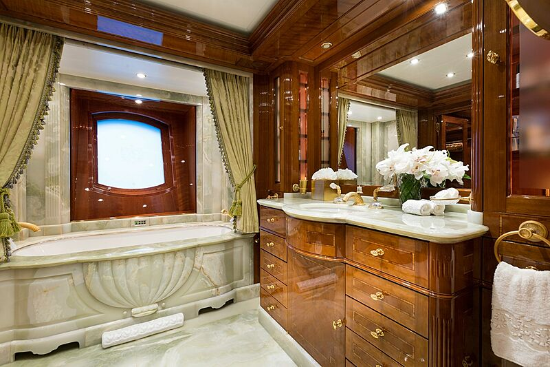 Katharine yacht bathroom