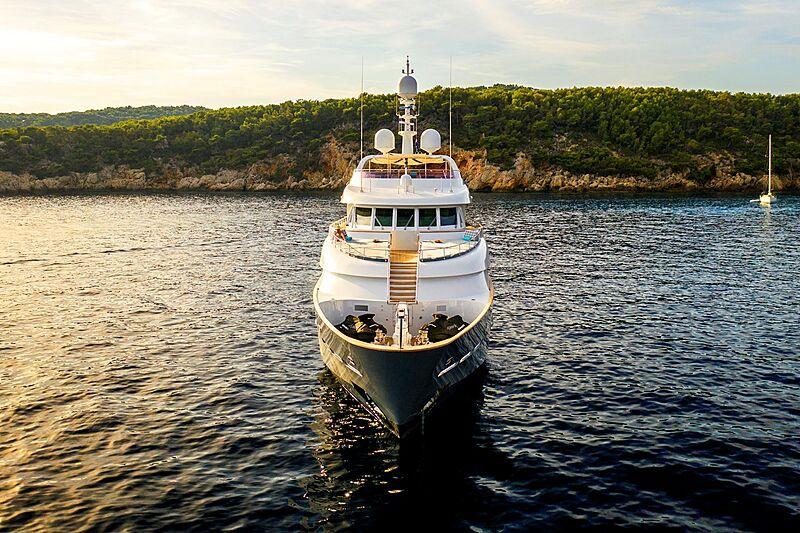 De-De yacht at anchor