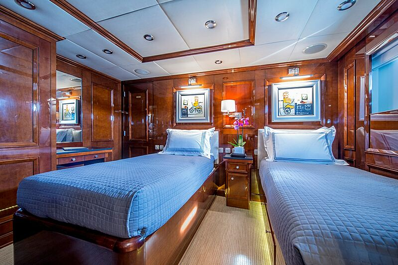 De-De yacht stateroom