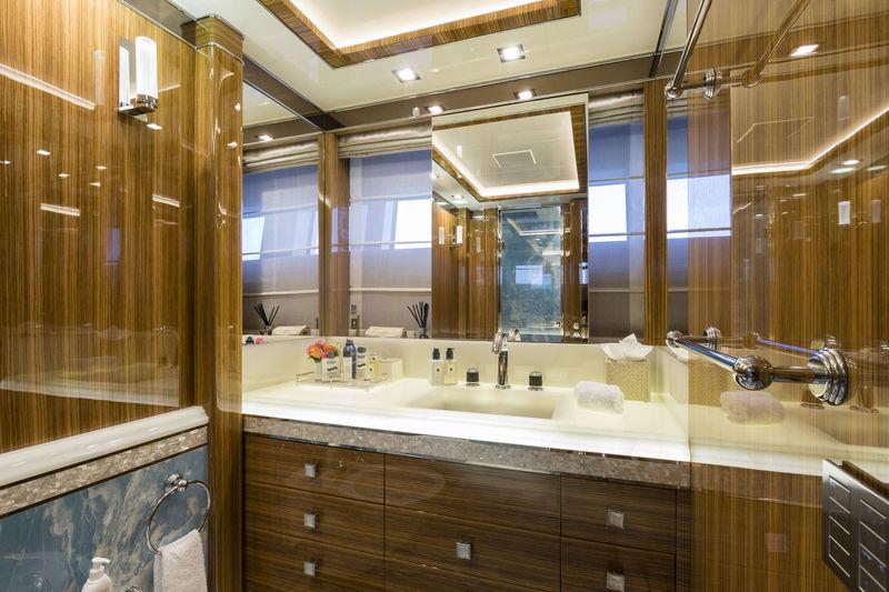 CCN 50M Elsea guests's bathroom