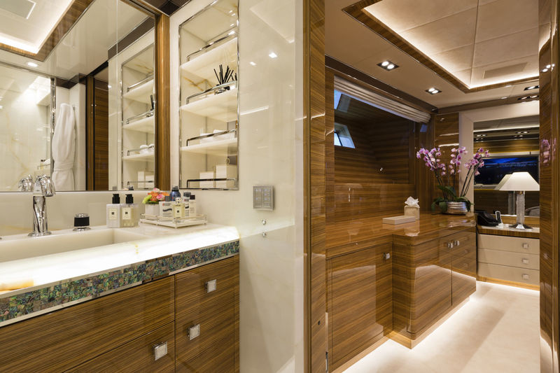 CCN 50M Elsea master's bathroom