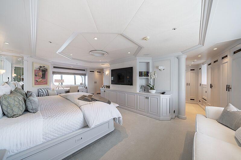 Mosaique yacht master stateroom