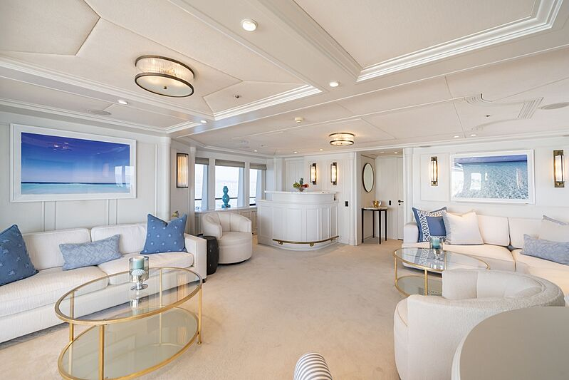 Mosaique yacht skylounge