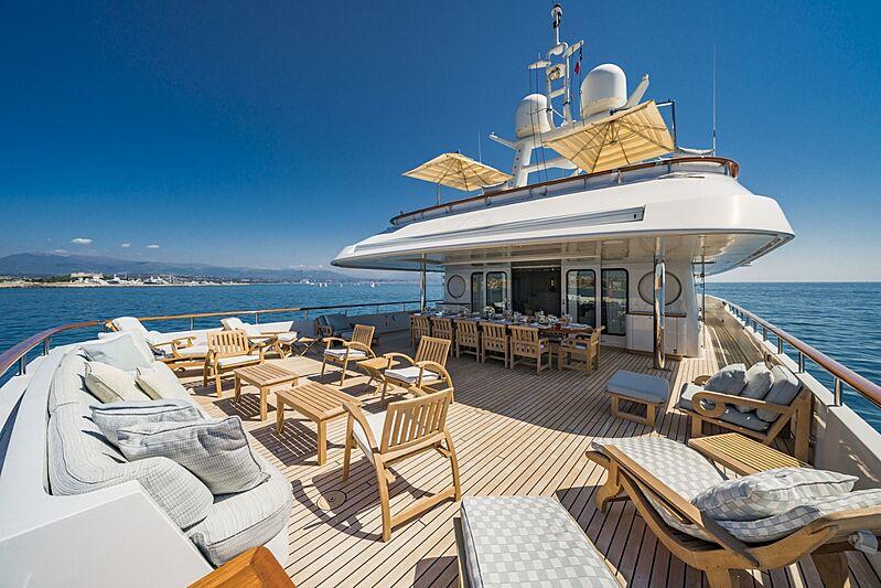 Mosaique yacht middle deck