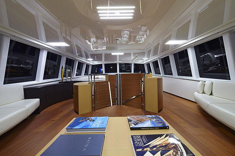Nativa yacht saloon