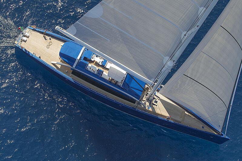 Nativa yacht sailing