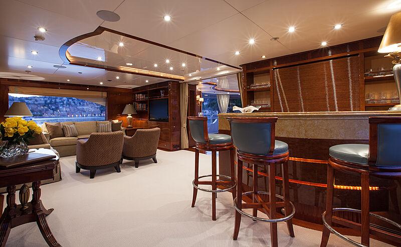 Domani yacht saloon and bar
