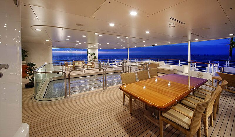 Tatoosh yacht deck and pool