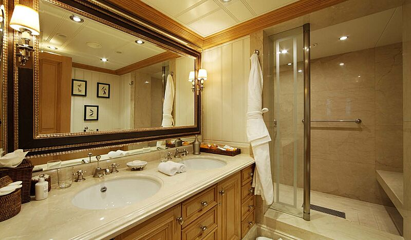 Tatoosh yacht bathroom