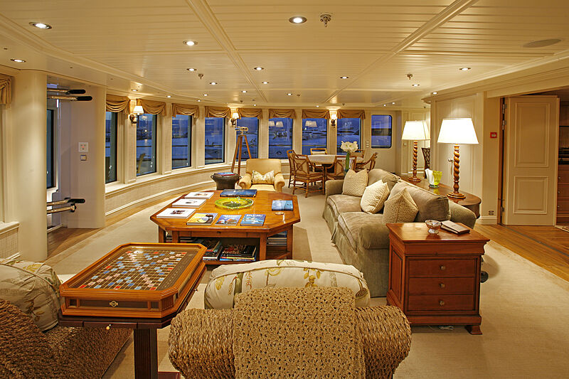 Tatoosh yacht saloon