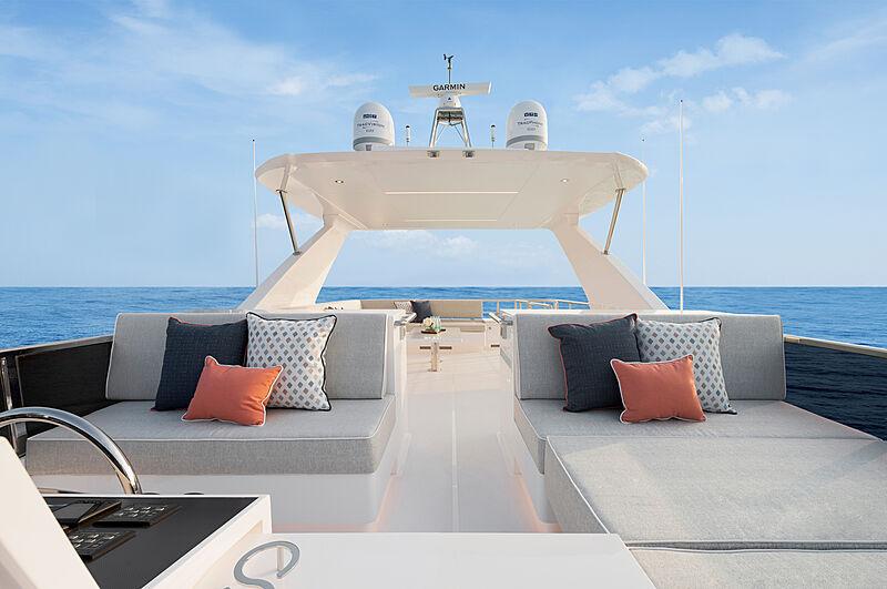 Horizon FD92 Tri Deck/19 yacht deck
