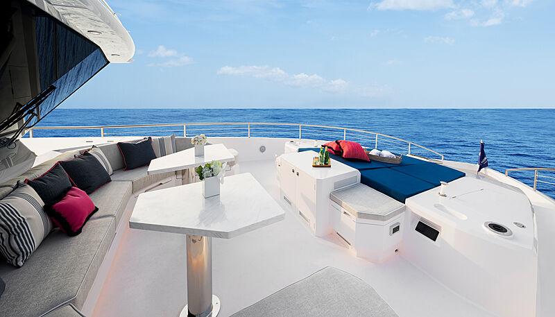 Horizon FD92 Tri Deck/19 yacht top deck