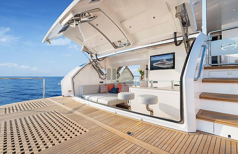 Horizon FD92 Tri Deck/19 yacht beach club