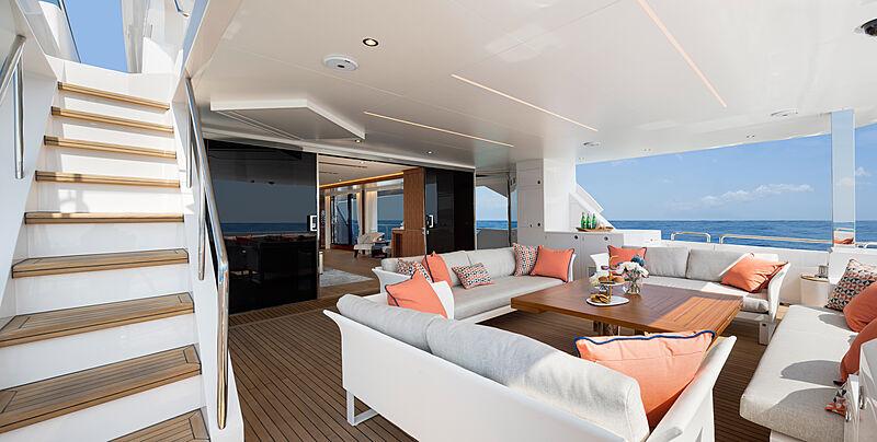 Horizon FD92 Tri Deck/19 yacht aft deck