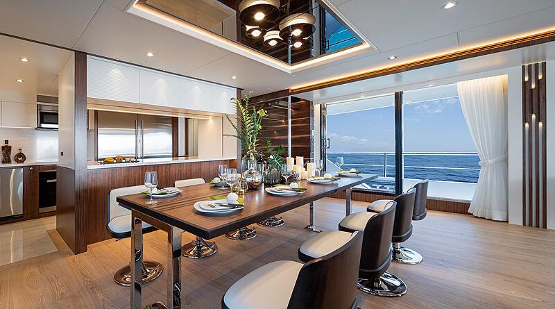 Horizon FD92 Tri Deck/19 yacht dinning room