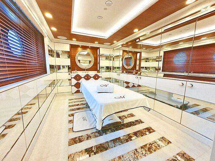 Mimtee yacht massage room
