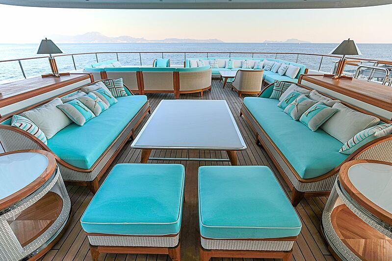 Mimtee yacht top deck