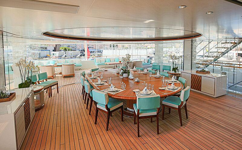 Mimtee yacht aft deck