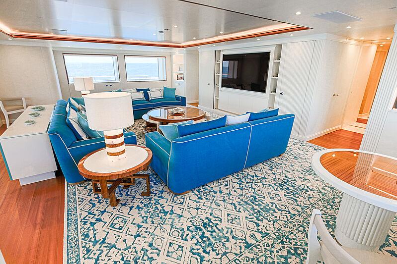 Mimtee yacht saloon