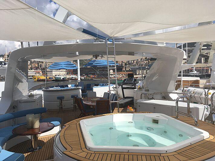 Domani yacht jacuzzi