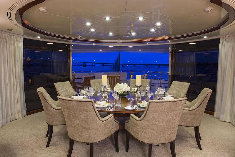 Domani yacht dining
