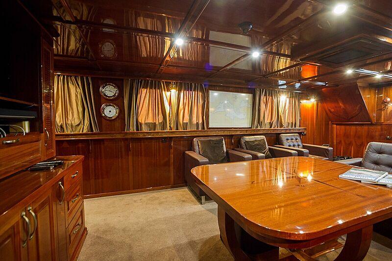 Anna yacht saloon