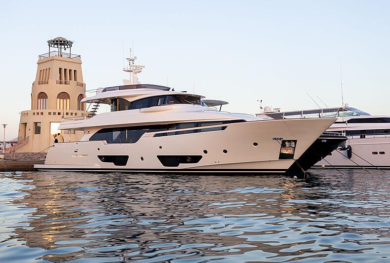 MIRA  yacht Custom Line