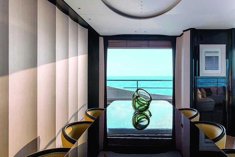Benetti Delfino 95 yacht dining