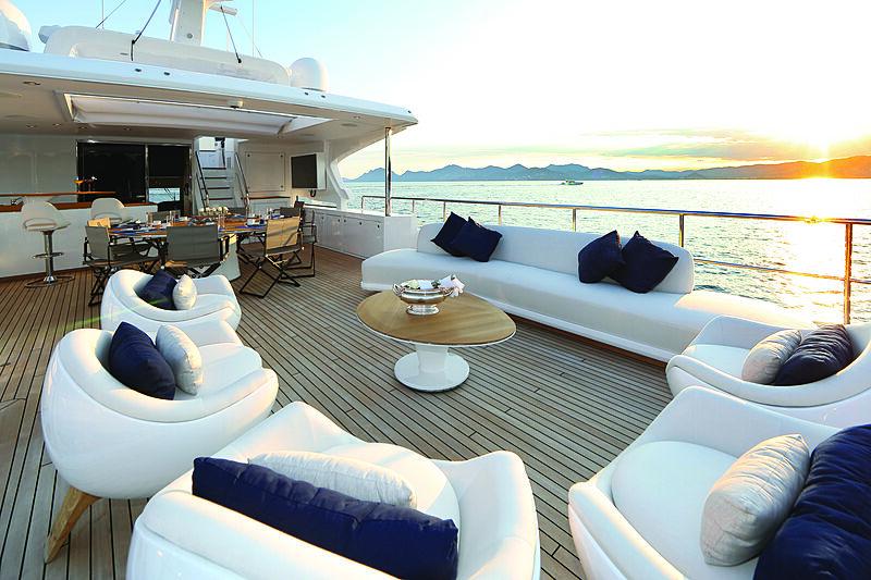 Benetti Delfino 95 yacht upper deck