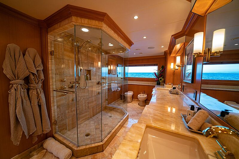 Dumb Luck yacht bathroom