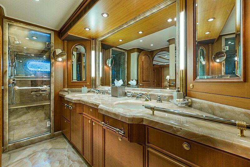 Georgia yacht bathroom
